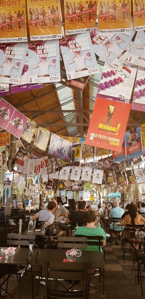 Terrasse de café au Festival d'Avignon