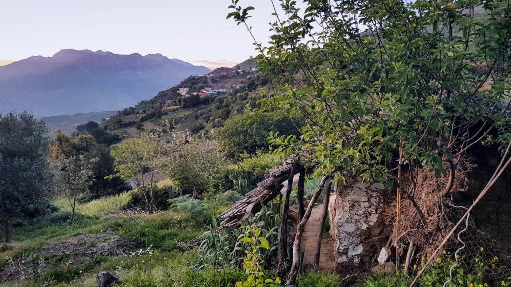 sommet-naturel-chefchaouen-maroc-maison