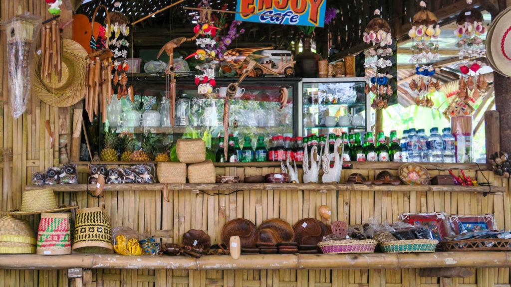 Le Enjoy Café vous proposera un choix de boissons fraîches sur le chemin des cascades de Munduk