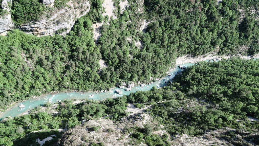 Vue d'en haut sur la rivière Verdon
