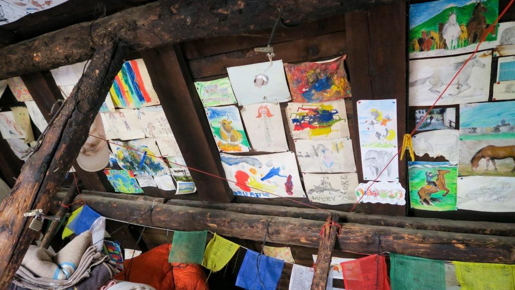 Dessins d'enfants dans la bergerie Supérieure de Mary en Haute-Ubaye