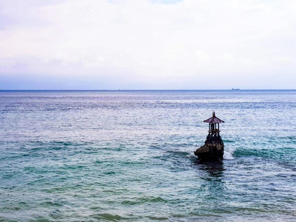 Fin de journée sur l'Océan sur l'île de Nusa Penida, Bali