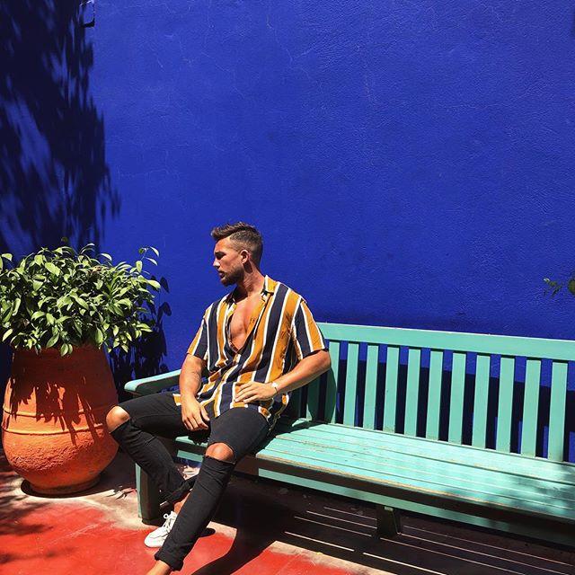 Instagrammer qui pose au jardin Majorelle, Marrakech