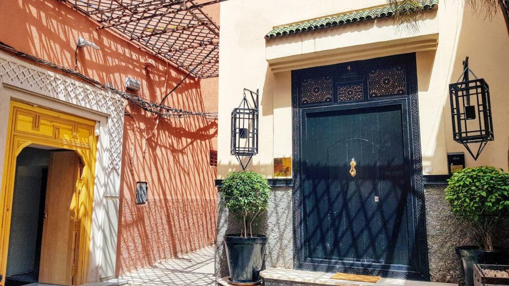 Porte et fer forgé dans la médina de Marrakech