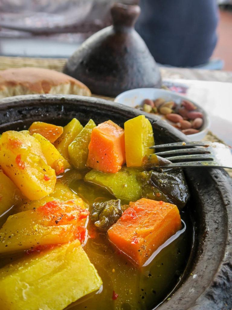 Tajine dégusté dans la rue à Marrakech
