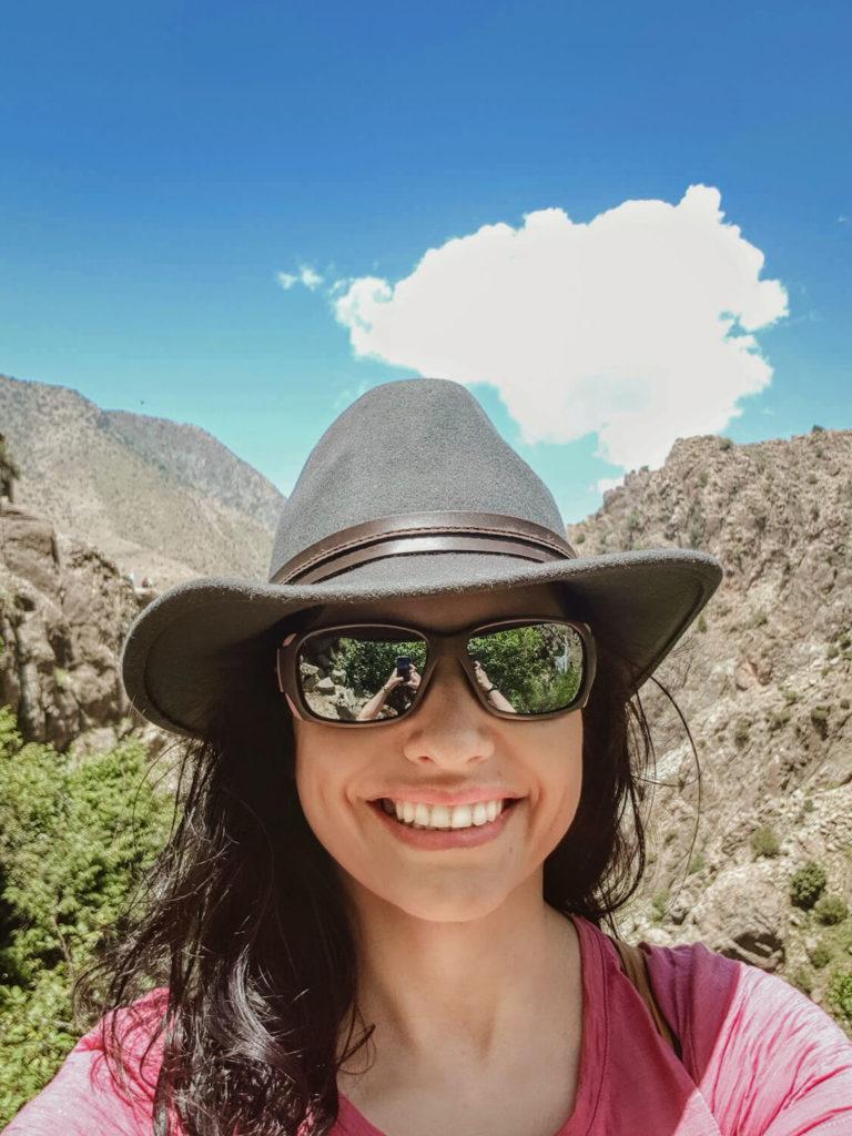 Aude avec chapeau dans la vallée de l'Ourika
