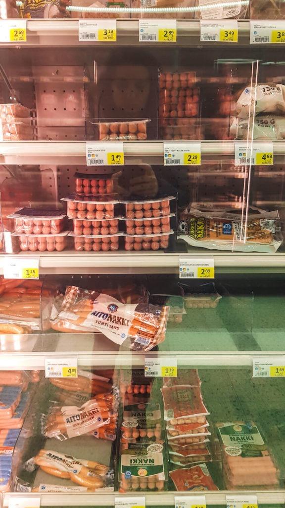 Rayon de saucisses dans un supermarché de Laponie finlandaise