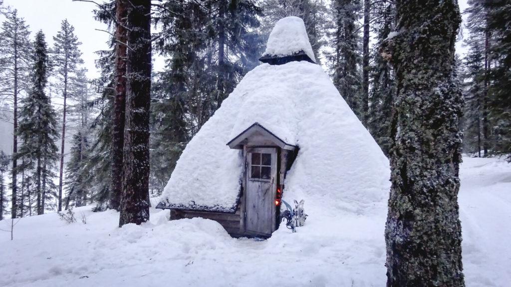 Kota finlandais à côté de la cabane de Jussinkämppä, dans le parc national d'Oulanka
