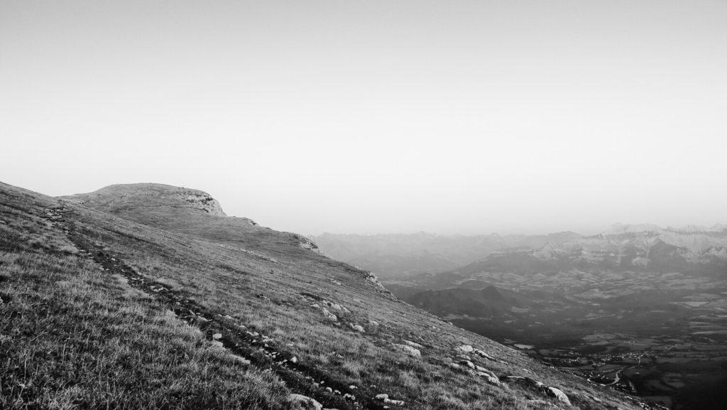 Prairie sommitale du Mont Aiguille, photographie en noir et blanc