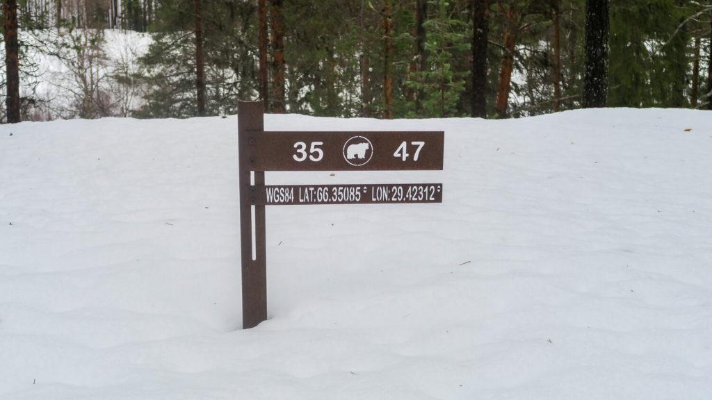 Panneau de signalisation sur le karhunkierros trail, parc national d'Oulanka, Laponie Finlandaise