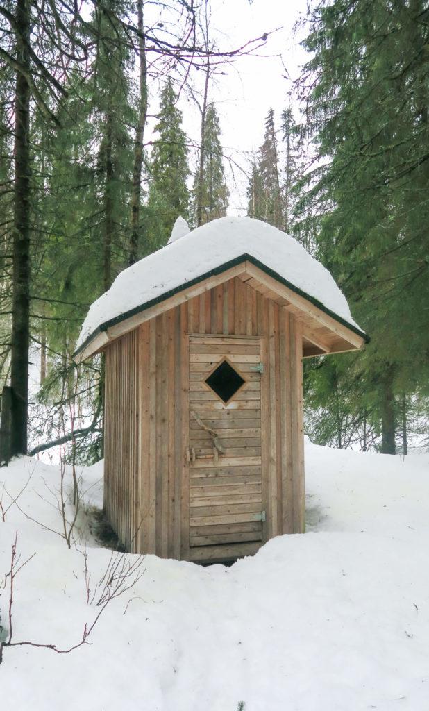 Toilettes sèches dans le parc national d'Oulanka en Laponie Finlandaise