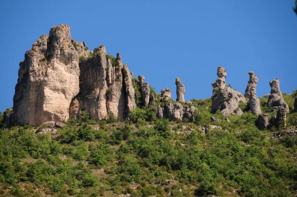 Les célèbres concrétions rocheuses du Chaos de Montpellier-le-Vieux, un incontournable de tout Weekend en Aveyron