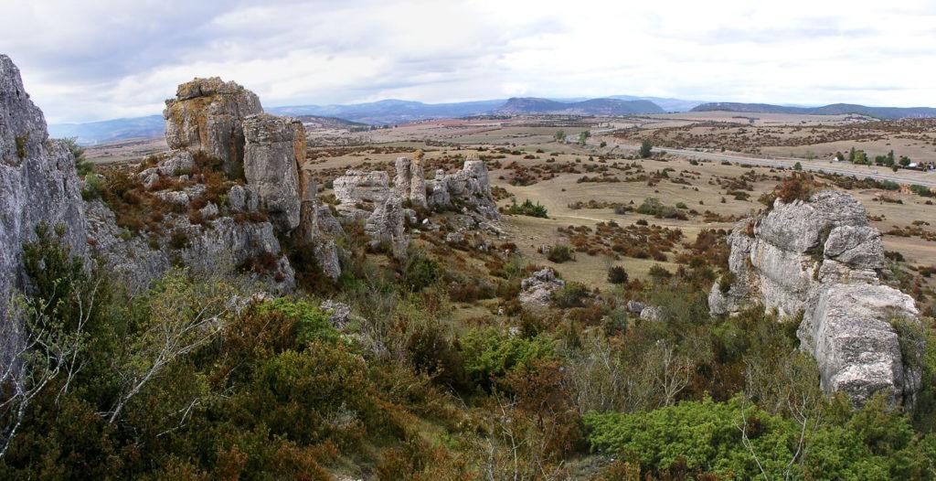 Lors d'un weekend en Aveyron, ne pas manquer le site du Rajal del Gorps, emblématique du plateau du Larzac