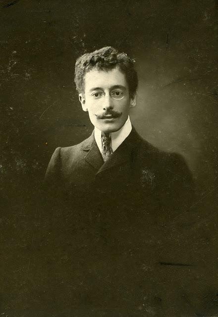 Portrait de l'écrivain Breton Victor Segalen pris à Nouméa en 1904