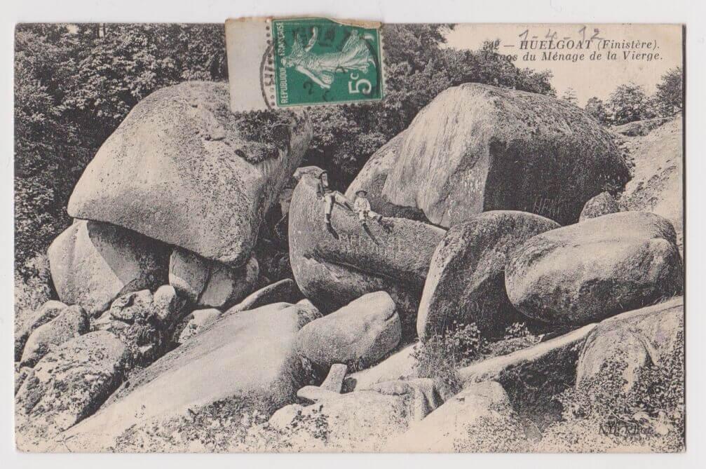 Ancienne carte postale du Ménage de la Vierge à Huelgoat (Finistère)