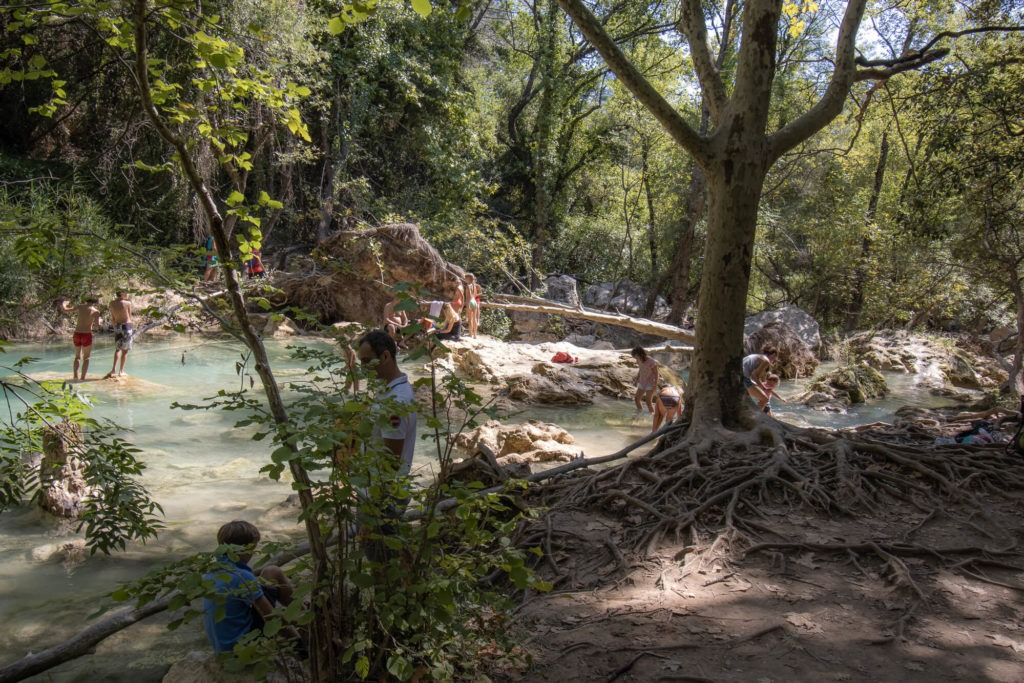 Baigneurs au bord de la Bresque, Cascade de Sillans