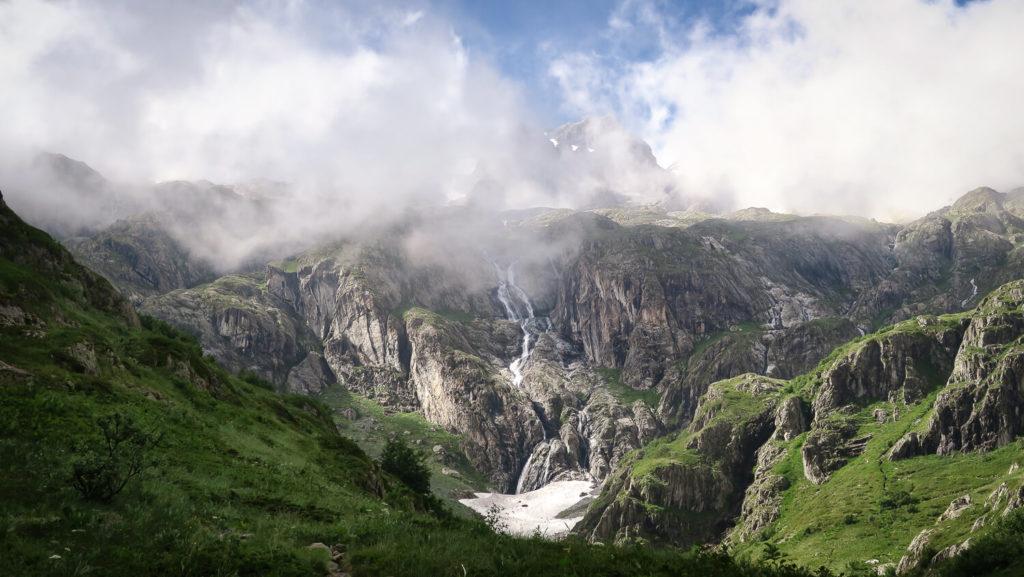 Les Rouies, dans le massif des Écrins, ont des airs de dessin animé made by Miyazaki avec leurs cascades et leurs prairies verdoyantes